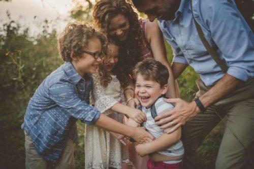 عکس کودک و خانواده