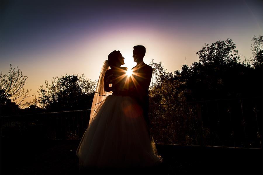 عکاسی عروس و داماد در فضای باز، عکاسی عروس در باغ، ژست عکاسی عروس در فضای باز
