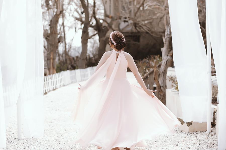 عکاسی اسپرت عروس و داماد در باغ، تالار یا منزل بهمراه سفارش چاپ عکس