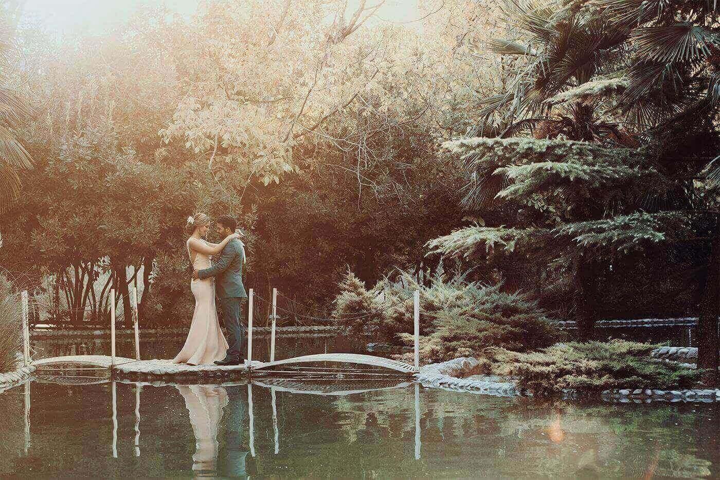 عکاسی عروس و داماد مثل یک آتلیه عروس حرفه ای در کادرو